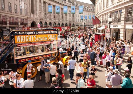 London, UK. 22. Juni 2014. Regent Street Bus Kavalkade. 2014 ist das Jahr des Busses und zu feiern, Regent Street - Stockfoto