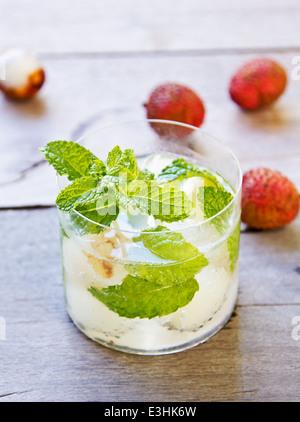 Litschi-Limonade mit Minze - Stockfoto