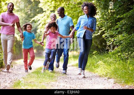 Multi Generation afroamerikanische Familie an Land gehen - Stockfoto