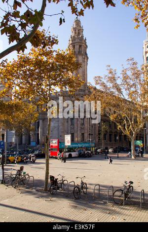 BARCELONA, Katalonien - 9. Dezember: Wenige Menschen im gotischen Viertel in Dcember 9, 2013 in Barcelona, - Stockfoto