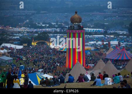 Glastonbury, Somerset, UK. 26. Juni 2014. Festivalbesucher beim Glastonbury Festival 2014 auf würdig Farm in Somerset. - Stockfoto