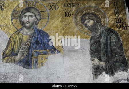 Hagia Sophia. Die Deesis Mosaik. Detail der Christ in der Majestät mit dem Heiligen Johannes dem Täufer. 13. Jahrhundert. - Stockfoto
