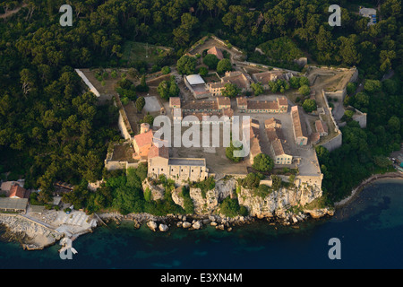 FORTRESS ON Insel SAINTE-MARGUERITE (Luftbild). Fort Royal, Lerins Inseln, Cannes, Alpes-Maritimes, Cote d ' Azur, - Stockfoto