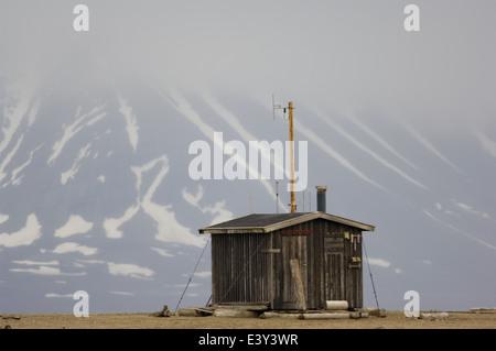 Forschung-Hütte auf das Walross Haulout bei Prins Karls Forland aus Spitzbergen, Spitzbergen, Norwegen - Stockfoto