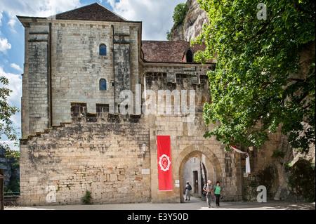 Porte Saint-Martial, Eingangstor zu Rocamadour, Bischofsstadt und Heiligtum der Jungfrau Maria, Lot, Frankreich - Stockfoto