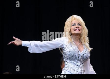 29.06.2014: Auftritte beim Glastonbury Festival. Dolly Parton spielt. Person im Bild: Dolly Rebecca Parton. Bild - Stockfoto
