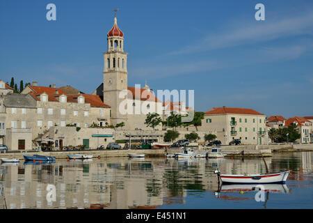 Hafen von Sutivan vor der Sveti Ivan Church, Sutivan, Insel Brac, Dalmatien, Kroatien - Stockfoto