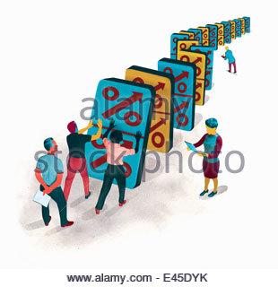 Geschäftsleute, die fallende Anteil symbol Dominos in Domino-Effekt - Stockfoto