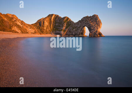 Durdle Door bei Sonnenuntergang, Lulworth, Jurassic Coast World Heritage Site, Dorset, England, September 2009 - Stockfoto