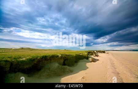 Blick auf Strand, mit nähert sich Gewitterwolken auf North Uist, Western Isles, Schottland. Juli 2009 - Stockfoto