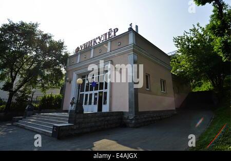 Wladiwostok, Russland. 7. Juli 2014. Die Talstation der Standseilbahn Vladivostok Pushkinskaya Street. © Yuri Smityuk/ITAR - Stockfoto