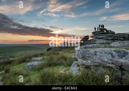 Sonnenuntergang am Cheeswring eine Granit-Tor auf Bodmin Moor in Cornwall - Stockfoto