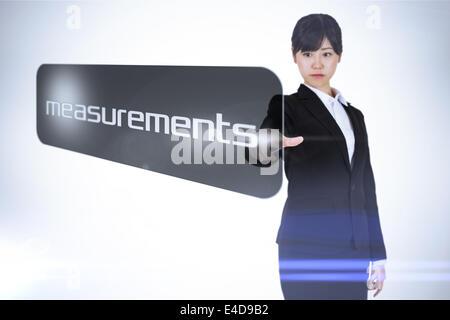 Geschäftsfrau auf Wort Messungen zeigen - Stockfoto