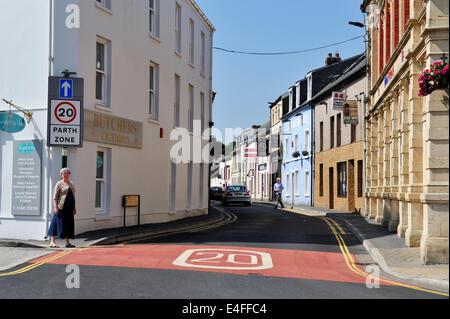 20 km/h fahren Geschwindigkeitszone in Carmarthen, Wales, UK - Stockfoto