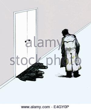 Geschäftsmann Flüssigkeit austritt unten verschlossenen Tür betrachten - Stockfoto