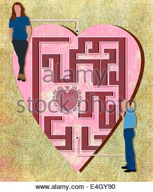 Mann und Frau an den entgegengesetzten Enden des Herzens lieben Labyrinth - Stockfoto
