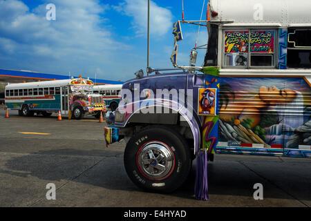 BUS RED DEVIL DIABLO ROJO BEMALTEN BUS-PANAMA-STADT-REPUBLIK VON PANAMA. Albrok Busbahnhof terminal. Panama. Hier - Stockfoto