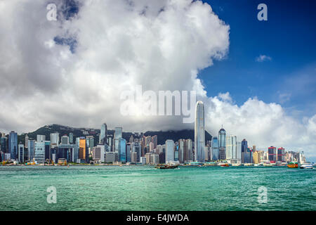 Skyline von Hong Kong, China am Victoria Harbour.