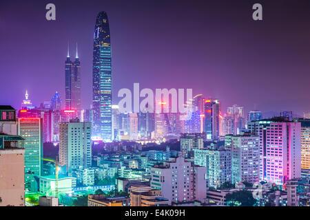 Shenzhen, China Skyline der Stadt in der Dämmerung. Stockfoto
