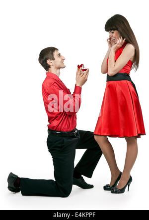 Mann gibt der Frau einen ring - Stockfoto