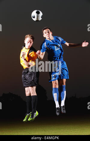 Fußball-Spieler mit dem Ziel für den ball - Stockfoto