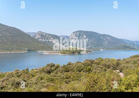Blick auf die Stadt Mali Ston in Kroatien mit der weltbekannten Ston Wände - Stockfoto