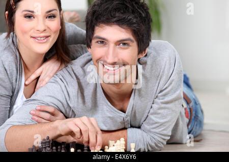 Paar beim Schachspiel - Stockfoto