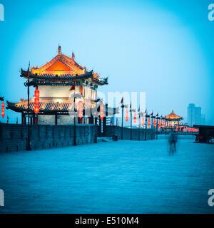 antikes Torturm auf Stadt Wand in xian - Stockfoto
