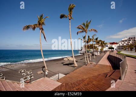 Promenade und dem schwarzen Strand in Puerto Naos, La Palma, Kanarische Inseln, Spanien, Europa - Stockfoto