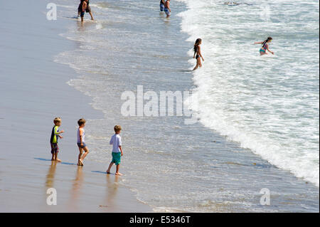 Kinder genießen Strand in Kalifornien - Stockfoto