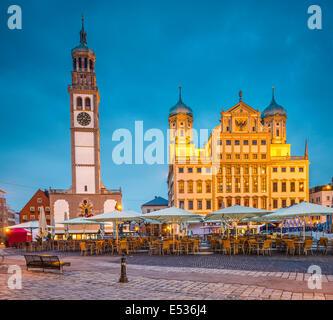 Augsburg, Deutschland Stadtbild am Rathausplatz Plaza. - Stockfoto