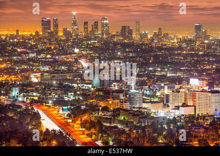 Los Angeles, Kalifornien, USA downtown Skyline bei Nacht. - Stockfoto