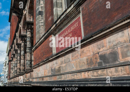 Victoria und Albert Museum - Henry Cole Wing - gesehen von Exhibition Road, London, UK - Stockfoto