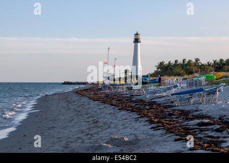 Kajak, Segelboot und Stuhl Vermietung und Leuchtturm in die Bill Baggs Cape Florida State Park in Key Biscayne, - Stockfoto