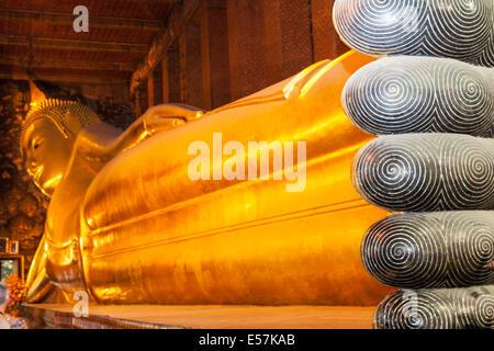 Der liegende Buddha im Wat Pho, Bangkok, Thailand - Stockfoto