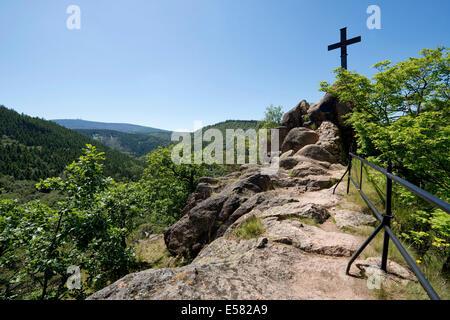 Blick vom Ilsesteins Hügel zum Mt Brocken, in der Nähe von Ilsenburg, Sachsen-Anhalt, Deutschland - Stockfoto