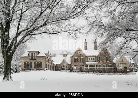 Großen Landgut in Schnee gehüllt. - Stockfoto