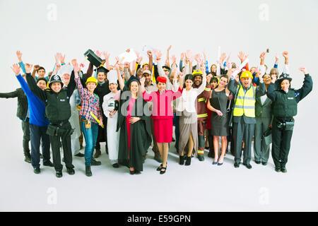 Porträt von vielfältigen zujubelnden Masse - Stockfoto