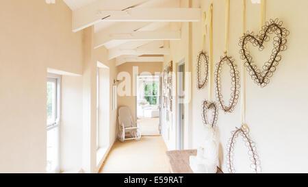 Dekorative Wandbehänge im Landhaus - Stockfoto