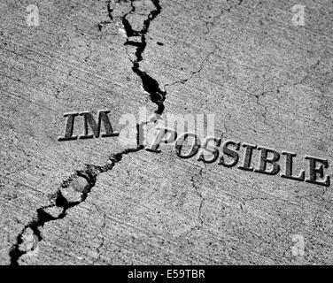 Unmögliche möglich rissige Zement Symbol drehen - Stockfoto