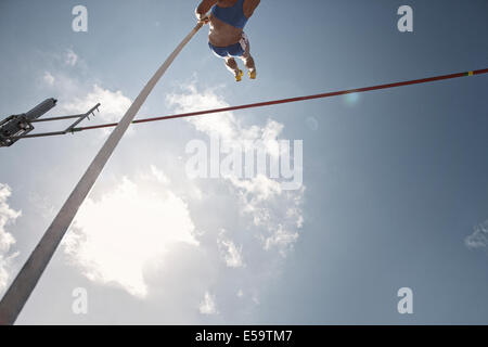 Pfosten Vaulter Clearing bar - Stockfoto