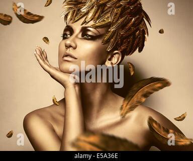 y Frau in gold Feder Hut - Stockfoto