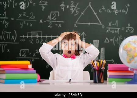 Schockiert niedlichen Schüler im Klassenzimmer, Debica, Polen - Stockfoto