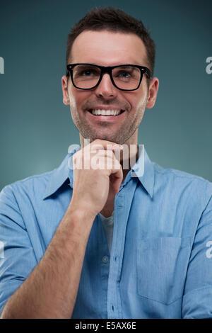Porträt von gut aussehender Mann in Gläsern Debica, Polen - Stockfoto
