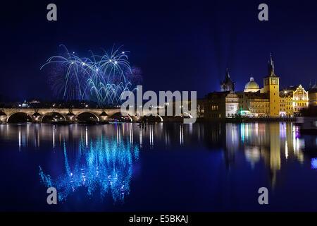 Silvester-Feuerwerk in Prag, Tschechische Republick - Stockfoto