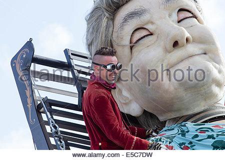 Liverpool, Vereinigtes Königreich. 27. Juli 2014. Erinnerungen an August 1914, Royal de Luxe Riesen machen ihren - Stockfoto