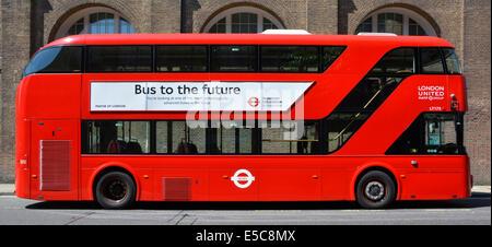 Bürgermeister von London Werbeplakat auf der neue rote Boris Routemaster Bus verkünden seine technischen Vorzüge - Stockfoto