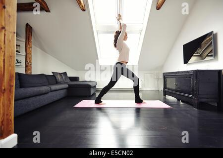 fit woman with yoga bung im lotus pose sitzen stockfoto bild 41732865 alamy. Black Bedroom Furniture Sets. Home Design Ideas