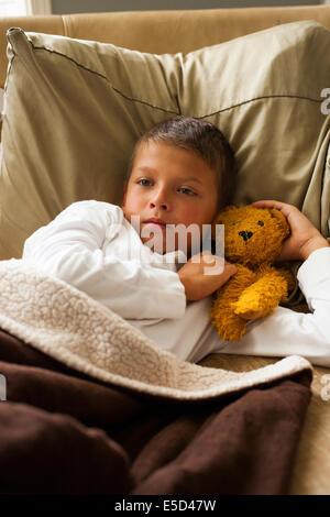 krank junge im bett stockfoto bild 4666674 alamy. Black Bedroom Furniture Sets. Home Design Ideas