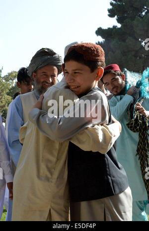 Quetta, Pakistan Quetta, Pakistan. 29. Juli 2014. Pakistanische Muslime feiern Eid al-Fitr fest, das Ende des islamischen Fastenmonats Ramadan, im Südwesten Pakistans Quetta, am 29. Juli 2014 markiert. Bildnachweis: Irfan/Xinhua/Alamy Live-Nachrichten